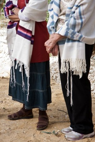 http://commons.wikimedia.org/wiki/File:WOW_Women%27s_Tzitzit.jpg